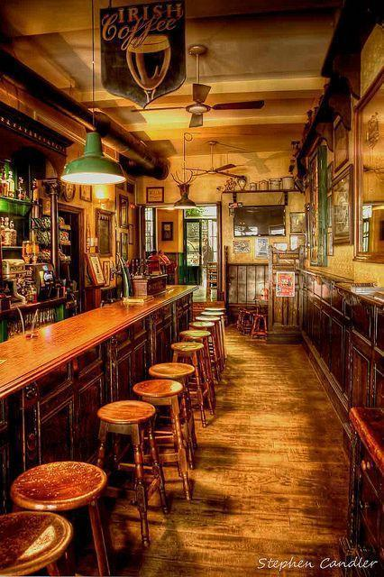 4 Ways to Turn Your Bar into a Traditional Irish Pub